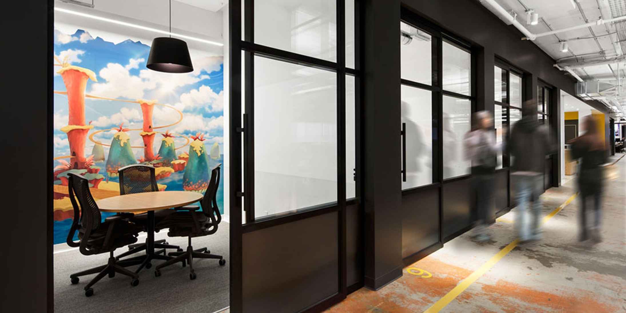 Integrated glass wall systems surrounding meeting room